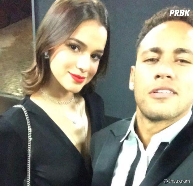 Bruna Marquezine e Neymar Jr. curtem noite juntos e dão selinho em vídeo!