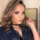"""Larissa Manoela alcança 8 milhões de seguidores no Instagram e comemora com elenco de """"Meus 15 Anos"""""""