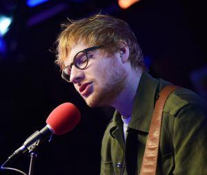 """Ed Sheeran fez cover do Little Mix e ainda cantou vários hits no """"BBC Radio 1 Live Lounge"""" nesta terça-feira (21)"""