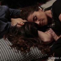 """Na novela """"Em Família"""": Marina se declara e seduz Clara durante conversa"""