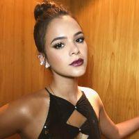 Bruna Marquezine faz homenagem à Sasha Meneghel durante premiação e chama atenção com look!