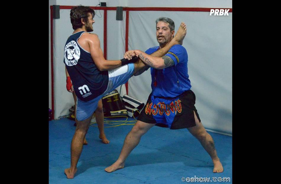 """Felipe Simas, o vilão Cobra da nova """"Malhação"""", treina pesado para viver o lutador de muai thay!"""