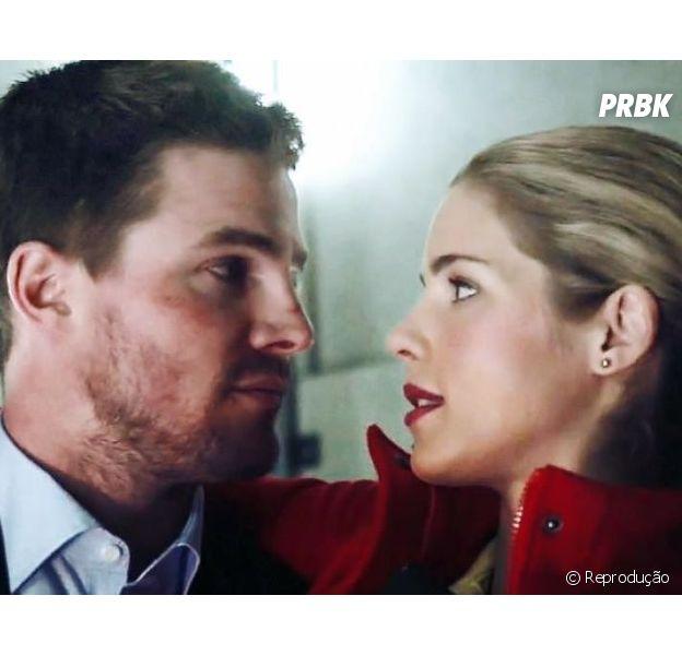 """Em """"Arrow"""", Oliver (Stephen Amell) e Felicity (Emily Bett Rickards) podem ficar juntos ainda na 5ª temporada!"""