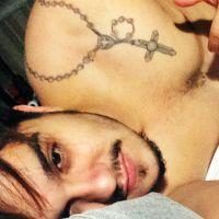 """Luan Santana acorda tarde e posta foto sem camisa no Instagram: """"Bom dia"""""""