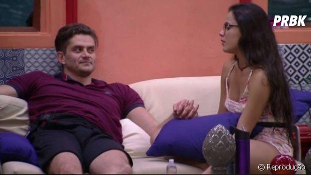 """No """"BBB17"""", Marcos foi falso até com Emilly!"""