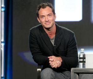 """Em """"Animais Fantásticos e Onde Habitam 2"""", Jude Law irá interpretar o Dumbledore mais jovem"""