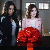 """Em """"Pretty Little Liars"""": na 7ª temporada, Aria (Lucy Hale) planeja casamento e mais sobre o retorno"""