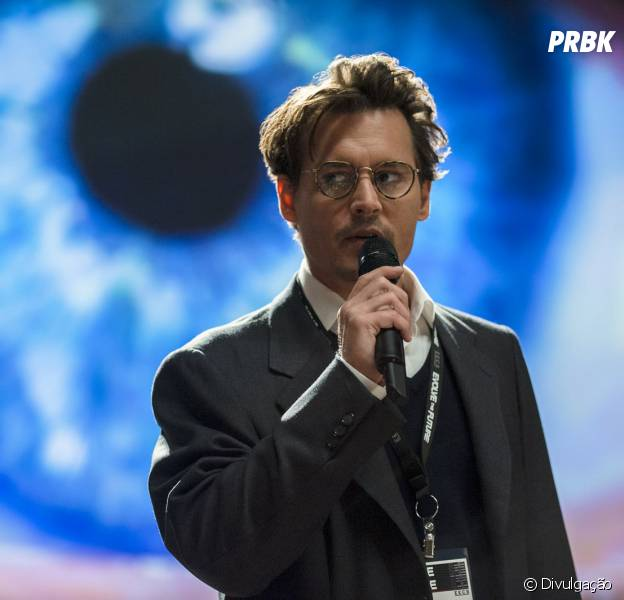 """Em """"Transcendence - A Revolução"""", Johnny Depp vive um cientista que transfere a mente para um computador"""