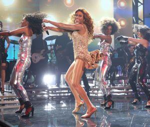 """No """"Domingão do Faustão"""", Ícaro Silva arranca elogios ao interpretar Beyoncé!"""