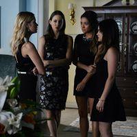 """5ª temporada de """"Pretty Little Liars"""": todas de preto para mais um funeral"""