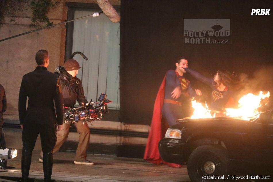 Supergirl contracena com Superman em cenas para o seriado