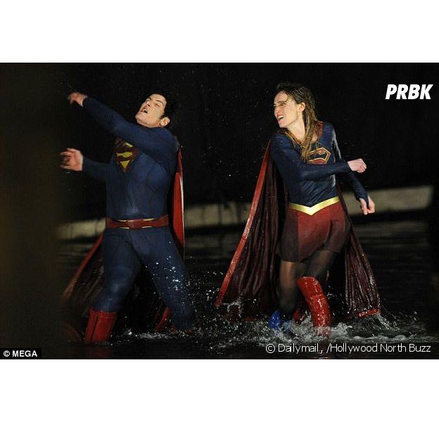 Supergirl e Superman gravam cenas para o seriado sobre a heroína