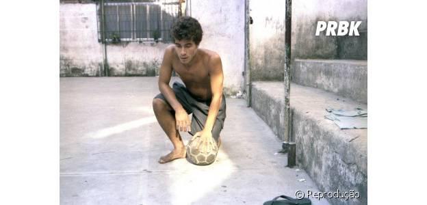 """Em """"Show de Bola"""", Thiago Martins vive um jovem que sonha em ser jogador de futebol"""