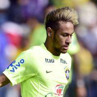 Neymar estreia chuteira dourada de R$ 1,2 mil em treino antes de Brasil e Chile