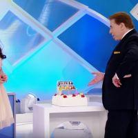 """Maisa Silva chora no """"Programa Silvio Santos"""" por conta de homenagem feita pelo apresentador!"""