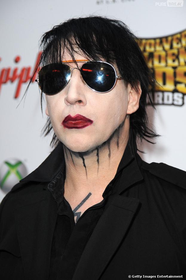 """Marilyn Manson chegou em """"Once Upon a Time"""" para assustar como a voz da sombra do Peter Pan (Robbie Kay)!"""