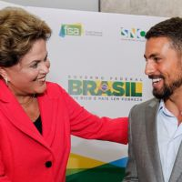 """Cauã Reymond deixa Dilma babando: """"Não é sempre que temos um Cauã aqui"""""""