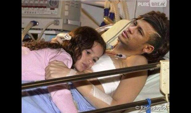 Bruna Marquezine deitadinha no peito de Neymar no hospital