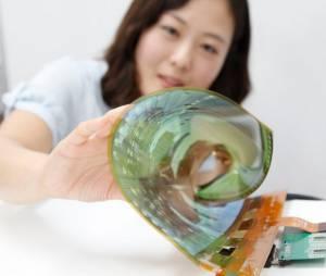 Um protótipo apresentado podia ser enrolado em um canudo de 3cm sem danificar o monitor