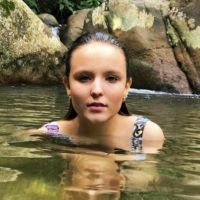 "Larissa Manoela posta fotos na praia e fãs elogiam: ""Gostosa"""