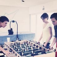 """Ansel Elgort posta foto com Shailene Woodley no set de """"A Culpa é das Estrelas"""""""