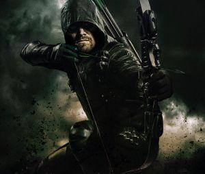 """De """"Arrow"""": Oliver (Stephen Amell) mostra traje da 6ª temporada!"""