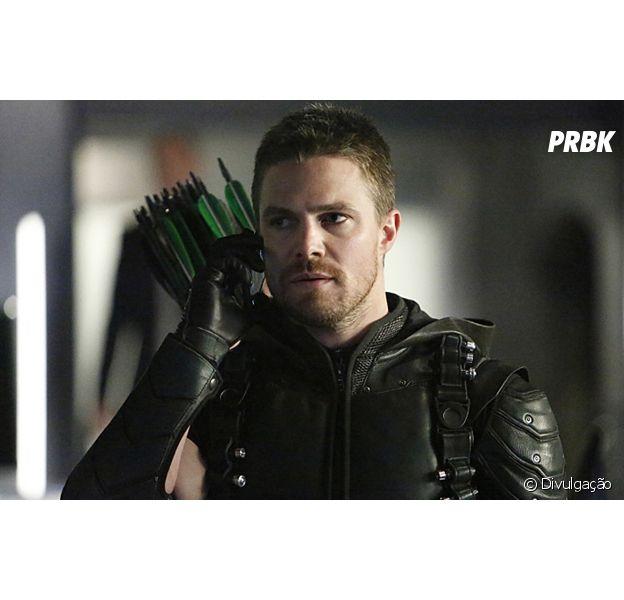"""De """"Arrow"""", confira novo traje de Oliver (Stephen Amell) para 6ª temporada!"""