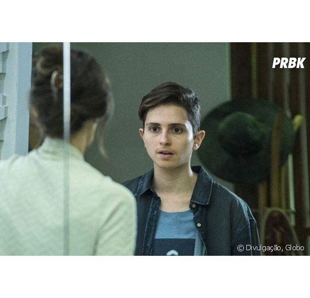 """Em """"A Força do Querer"""", Joyce (Maria Fernanda Cândido) dá apoio a Ivan (Carol Duarte) durante cirurgia de retirada dos seios"""