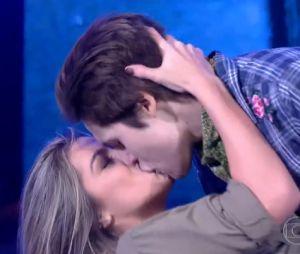 """Nicolas Prattes explica beijo em dançarina no """"Dança dos Famosos"""""""