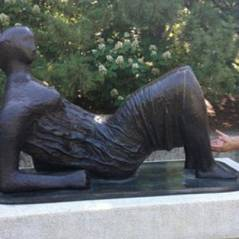 Confira 25 estátuas que foram vítimas da zoeira humana!