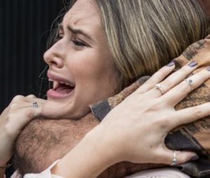 """Em """"A Força do Querer"""", Simone (Juliana Paiva) é salva por Jeiza (Paolla Oliveira) após sequestro"""