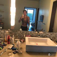 """Justin Bieber faz nova tatuagem e sofre grande rejeição de fãs: """"Não reconheço mais"""""""