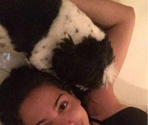 """Anitta é """"mãe de pet"""" convicta e vive postando sobre os seus cachorros nas redes"""