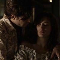 """Novela """"O Outro Lado do Paraíso"""": Clara (Bianca Bin) ameaça Gael com uma faca"""