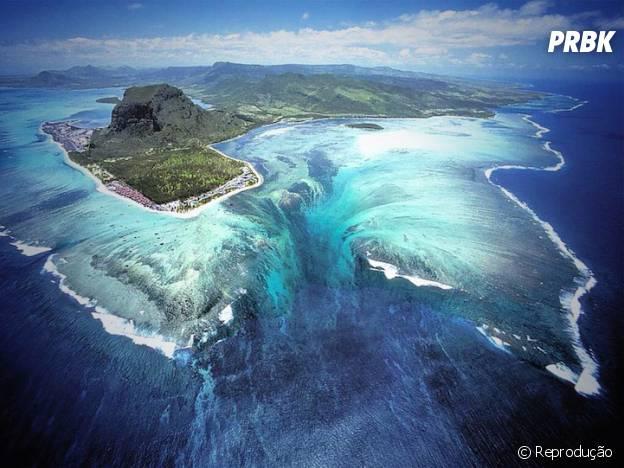 """Uma """"cachoeira submersa"""" nas Ilhas Maurício"""
