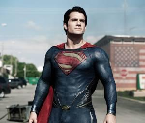 Henry Cavill, o Superman, revela que tem contrato para fazer mais um filme da DC Comics