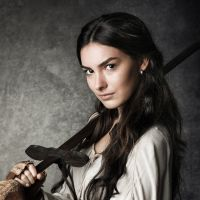 Novela  quot Deus Salve o Rei quot   Marina Moschen será Selena, uma jovem 32fbf1323e