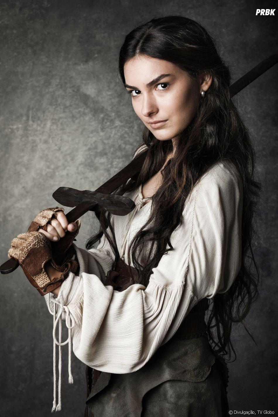 """Marina Moschen, a Selena de""""Deus Salve o Rei"""", conta que sua personagem também terá poderes sobrenaturais"""
