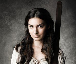 """Em """"Deus Salve o Rei"""", Selena (Marina Moschen) será uma jovem lutadora que se envolverá num triângulo amoroso"""
