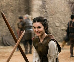"""A Selena (Marina Moschen) de """"Deus Salve o Rei"""" é uma jovem lutadora que não aceita os padrões da era medieval"""