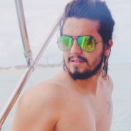 """Luan Santana posta foto sem camisa no Instagram e fãs piram: """"Que homão"""""""