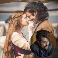 """Novela """"Deus Salve o Rei"""": Amália e Afonso dão seu primeiro beijo e Virgílio flagra tudo!"""