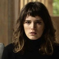 "Novela ""O Outro Lado do Paraíso"": Clara conforta Adriana após descoberta sobre Duda"
