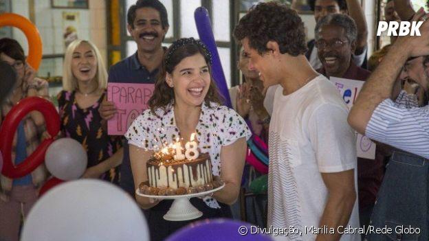 """Em """"Malhação"""", Keyla faz festa surpresa para Tato no aniversário de 18 anos do cara!"""