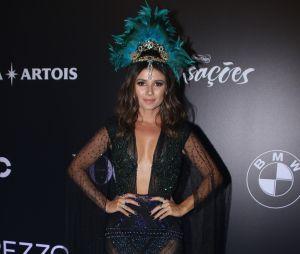 Baile da Vogue 2018: a cantora paula Fernandes apostou na transparência e arrasou com seu look preto, azul e verde