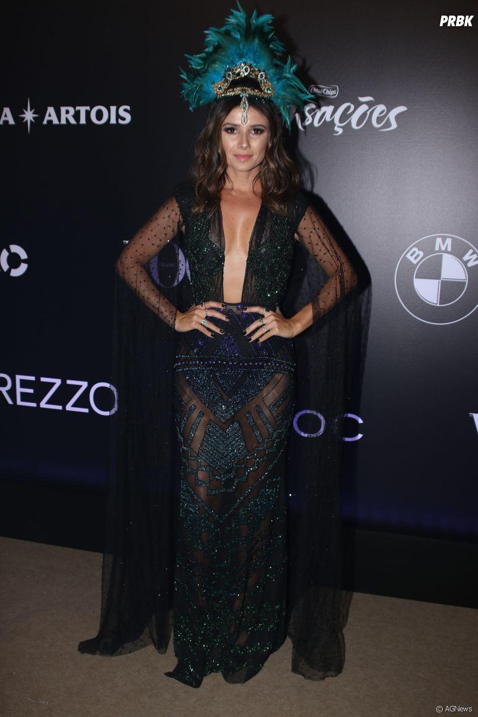 Baile da Vogue 2018  a cantora paula Fernandes apostou na transparência e  arrasou com seu look preto b8bc5226c23