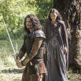 """Em """"Deus Salve o Rei"""": Catarina (Bruna Marquezine) descobre que Afonso (Romulo Estrela) não está mais casado com Amália (Marina Ruy Barbosa)"""