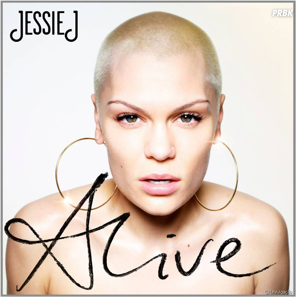 Jessie Pelada jessie j fez cara de sofrida enquanto posava nua na capa de