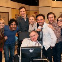 """Elenco de """"The Big Bang Theory"""" presta homenagem a Stephen Hawking: """"Obrigado"""""""