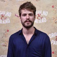 """Maurício Destri, de """"Orgulho e Paixão"""", fala sobre Camilo e elogia Pâmela Tomé: """"Eu a adoro"""""""